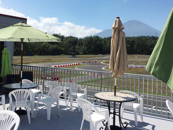 オートレース場のカフェ